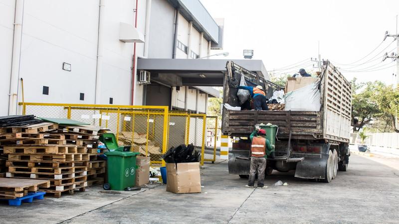 産業廃棄物の収集運搬はこんなときに活躍しています